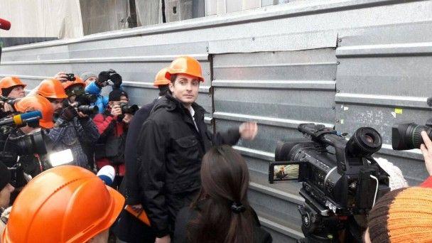 Демонтаж надбудови над Будинком профспілок почався зі скандалами