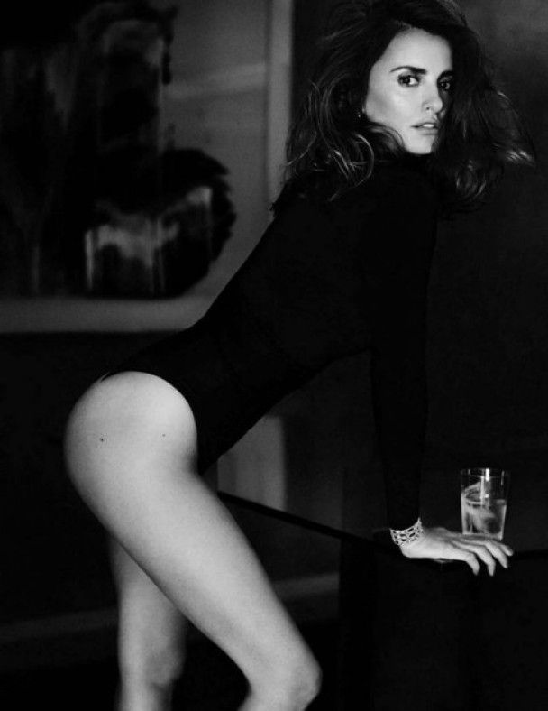 Розкішна Пенелопа Крус зачарувала стрункою фігурою у фотосесії для глянцю