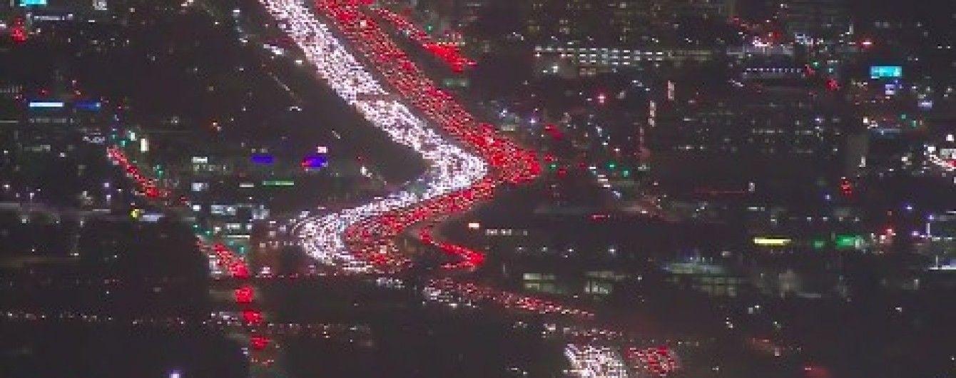 День Подяки: на шосе в Лос-Анджелесі утворився гігантський затор