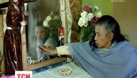 Верующие в Эквадоре поклоняются зеркалу, на котором вроде бы проявилась Дева Мария