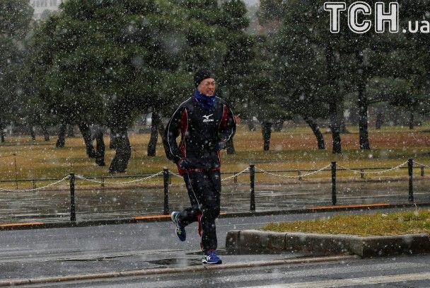 У Токіо вперше за 54 роки побачили сніг у листопаді