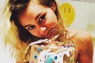 Майли Сайрус похвасталась экстравагантным подарком от возлюбленного