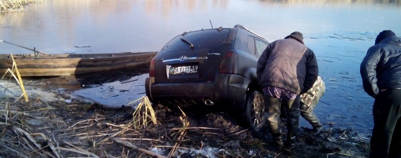 На Черкащині рибалки натрапили у Дніпрі на затоплений позашляховик із мертвими людьми