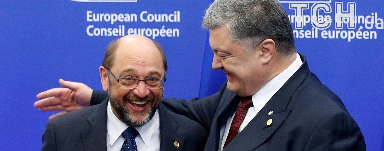 Порошенко назвав конкурента Меркель історичною особистістю для України
