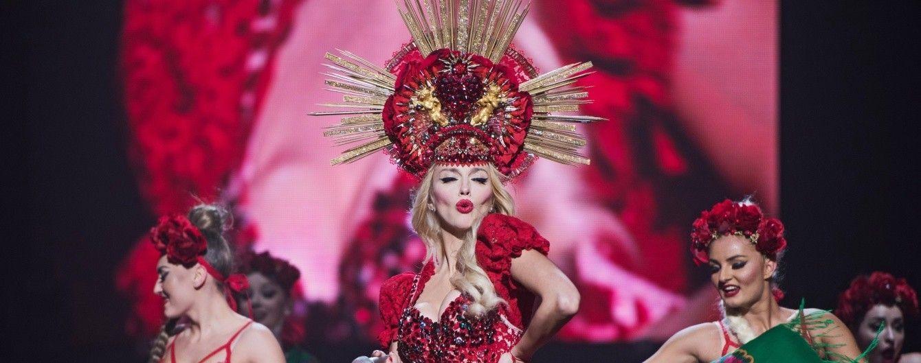 В кроп-топе и блестящем костюме: Оля Полякова опубликовала фото стильного лука