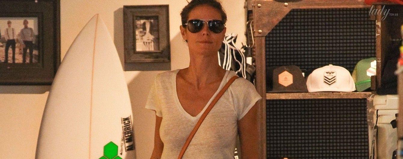 В футболке и без лифчика: Хайди Клум сходила за покупками