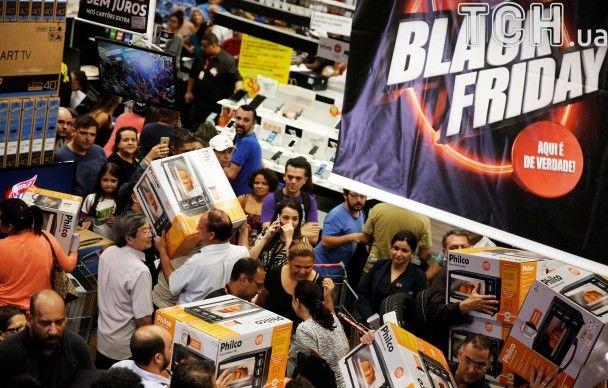 Шалений натовп та безліч покупок. Як у США відбувається Чорна п'ятниця