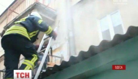 Одесские пожарные спасли от смерти женщину и ее шиншилл