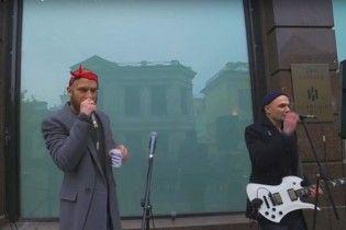 Бородатий Дорн влаштував імпровізований виступ на вулиці у Москві