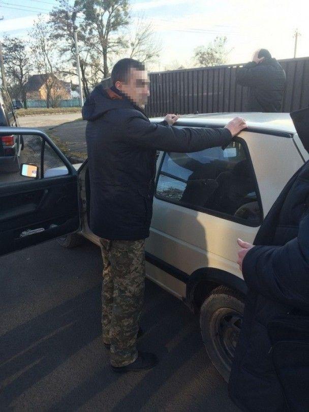 У Володимирі-Волинському начальник складу військової частини торгував краденими набоями
