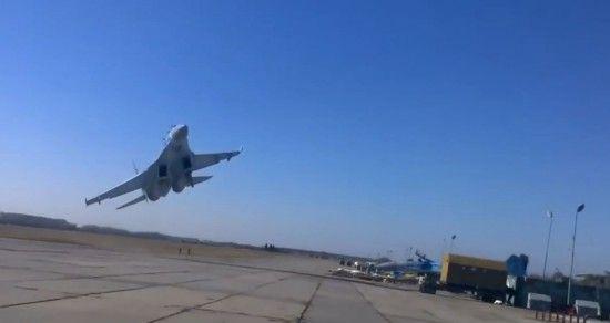 """Опасное сближение: в РФ заявили о """"провокационном развороте"""" самолетов США над Балтикой"""