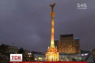 Монумент Незалежності змінив колір заради захисту жінок