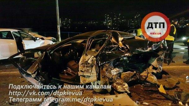 Масштабна ДТП у Києві: від потужного удару авто перетворилися на купу металобрухту