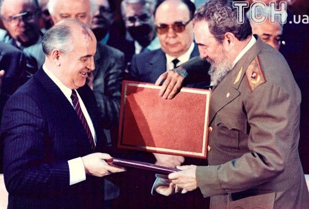 Помер Фідель Кастро. Фотоісторія кубинського лідера