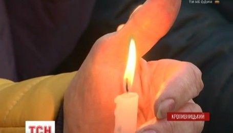 Хлеб, лампадки и молитвы: по всей Украине почтили память безвинных жертв Голодомора