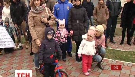 В Киеве жители нового микрорайона требуют адекватных цен за детский сад