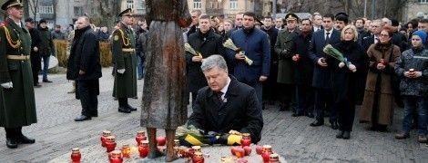Перші особи України закликали згадати жертв Голодомору і не пробачати організаторів злочину