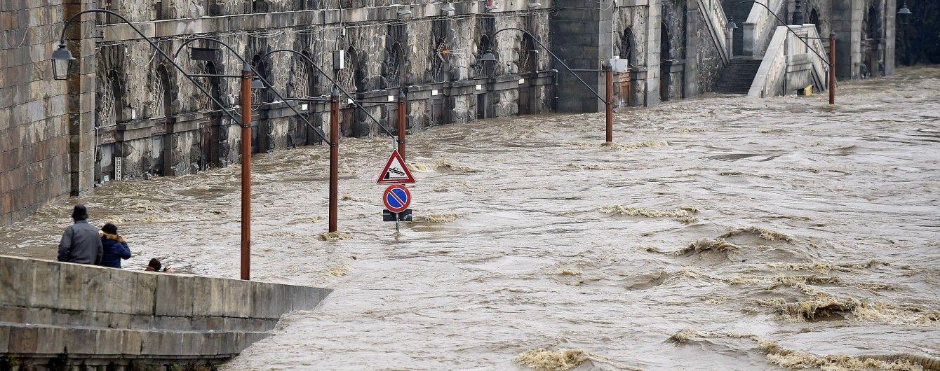 Паводки в Італії: зіткнення човнів і перші жертви великої води