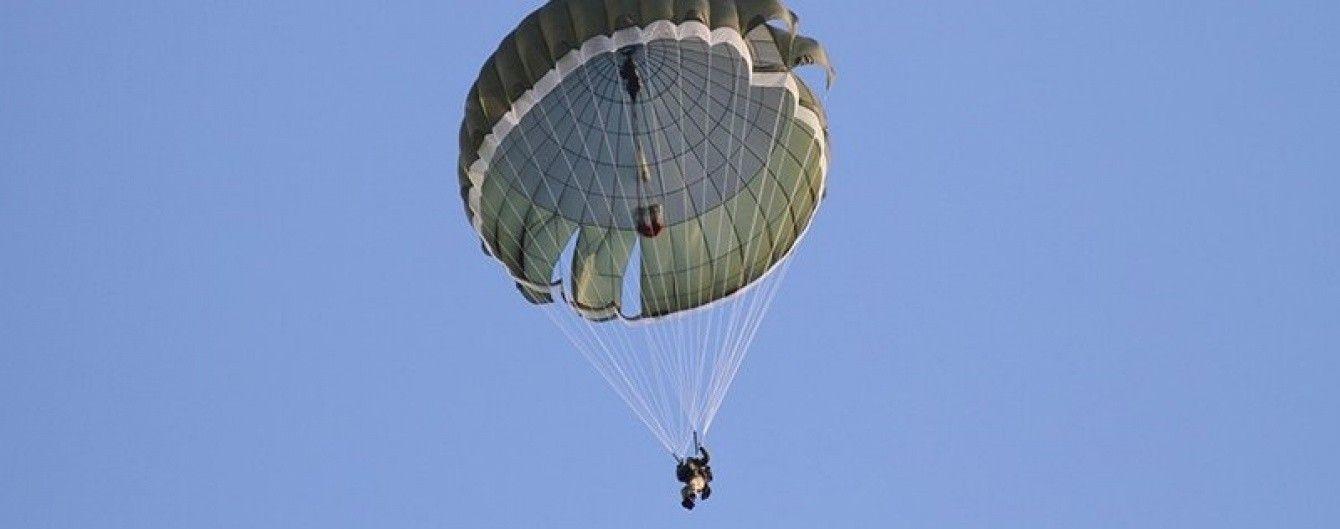 """У Міноборони незаконно списали парашути і знову """"купили"""" їх за 12 мільйонів з держбюджету"""
