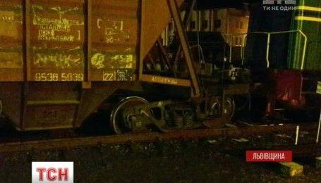 На Львівщині вантажний потяг зійшов з рейок