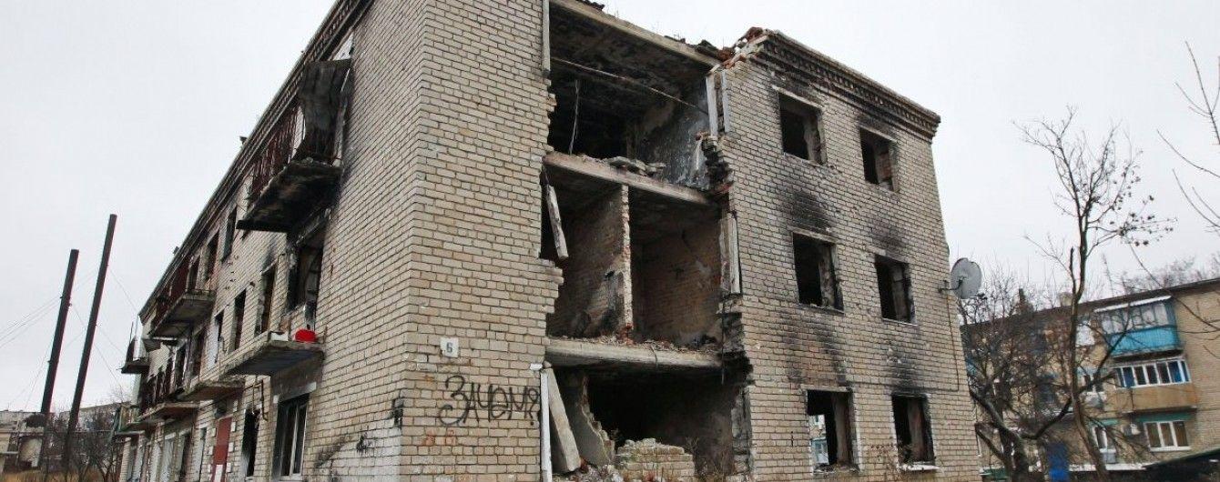Бойовики обстрілюють околиці Мар'їнки, місцевих школярів евакуювали до бомбосховища – Жебрівський