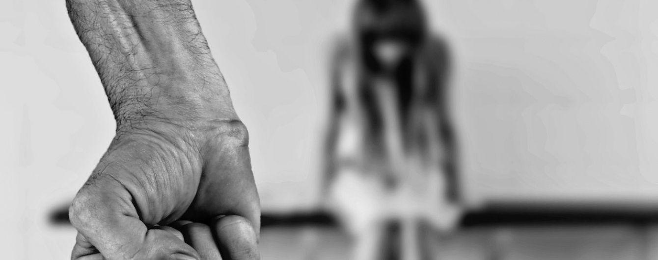 Рада у першому читанні вирішила, як карати за насильство та сексуальні домагання