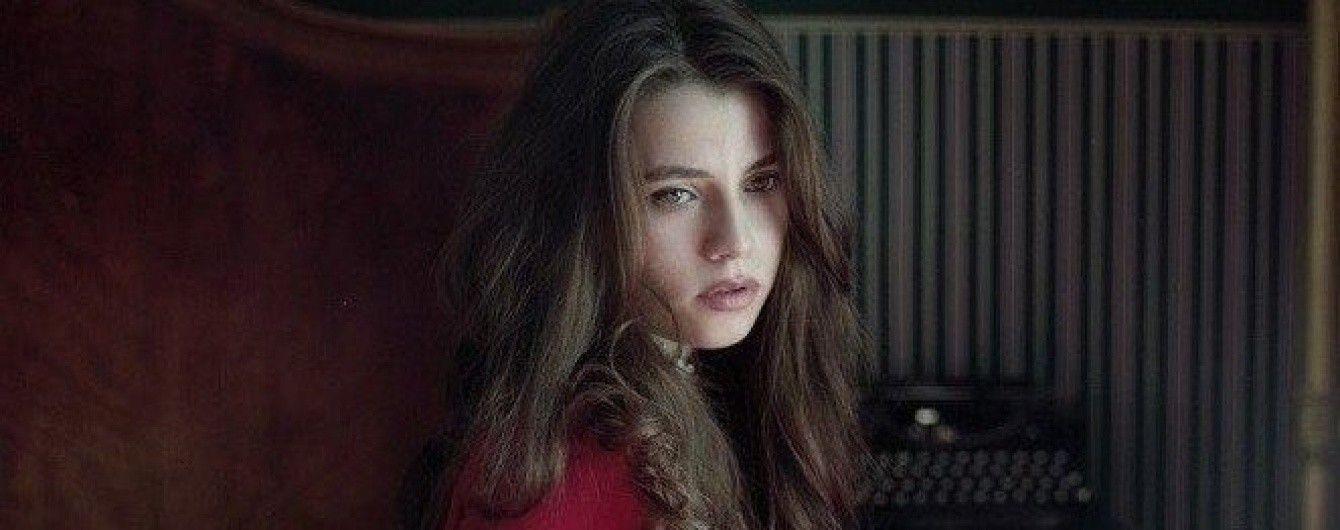 Підопічна Вакарчука Соловій у яскраво-червоній сукні показала тизер кліпу