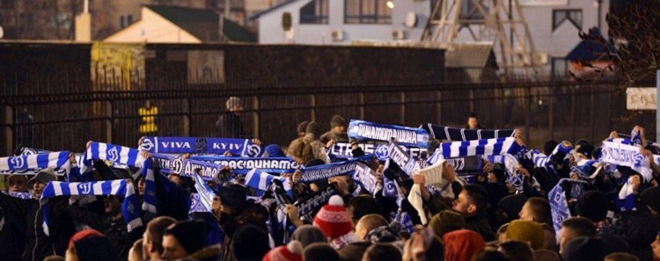 """Подиміли. Ультрас """"Динамо"""" зробили спільне фото на порожньому стадіоні в Охтирці"""