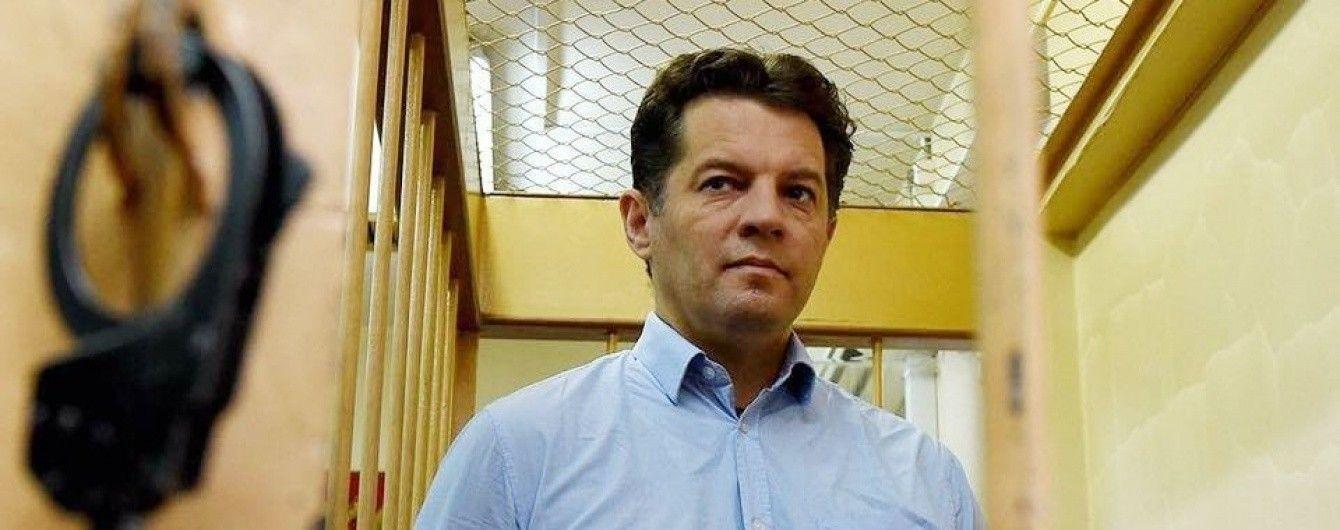 """""""Привітає сина"""": Сущенку дозволили три дзвінки до України, але не скасували арешт"""