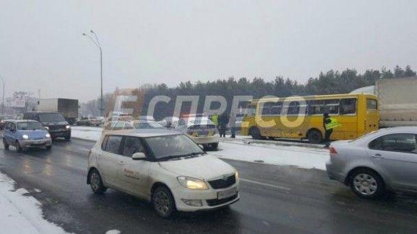 Масштабна ДТП у Києві: п'яний водій на швидкості влетів у вантажівку, маршрутку та поліцейське авто