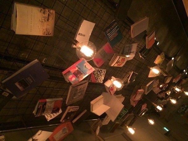 Провести ніч з книжкою: у Японії набувають популярності гостели-бібліотеки