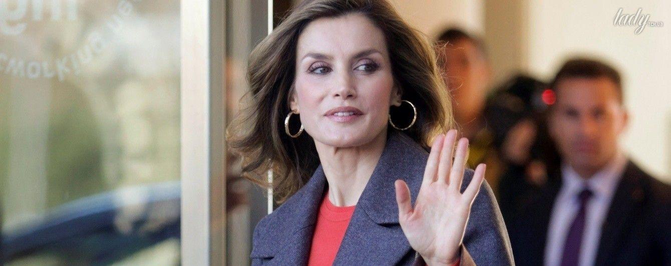 Новый выход королевы: Летиция в ярком пальто от любимого бренда
