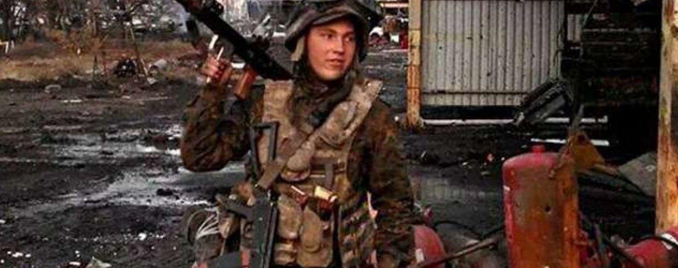 """Наймолодшого захисника ДАП """"Сєвєра"""" вшанували зіркою Героя, але не визнали учасником АТО"""