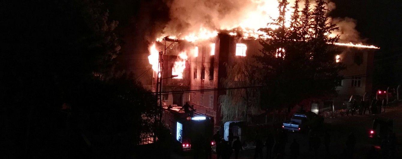У Туреччині у хостелі для дітей з бідних родин спалахнула пожежа: 12 осіб загинули