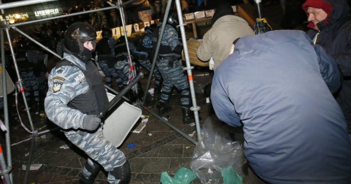 """На Майдане вспомнили страшные события ночи разгона активистов """"Беркутом"""""""