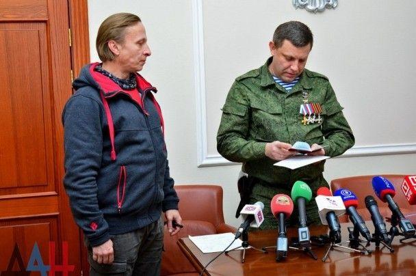 """Бойовик Захарченко видав  одіозному Охлобистіну папірець із """"громадянством ДНР"""""""