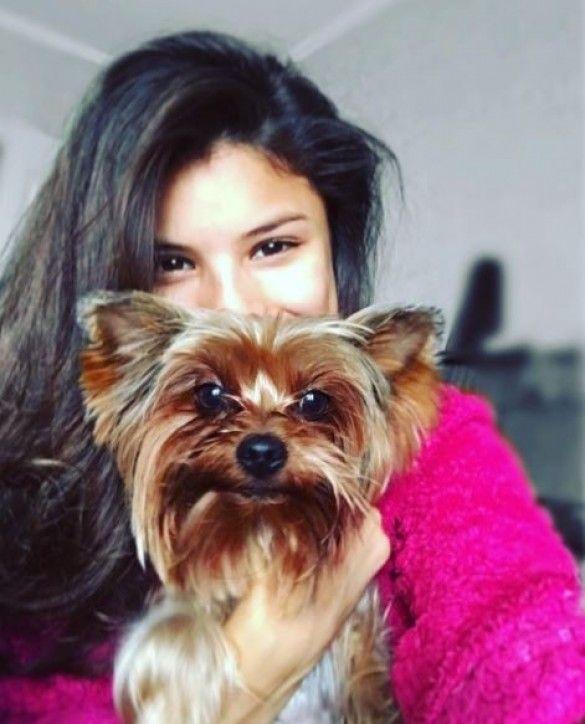 Мішель Андраде із собакою
