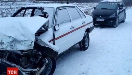 Українські дороги перетворилися на ковзанку