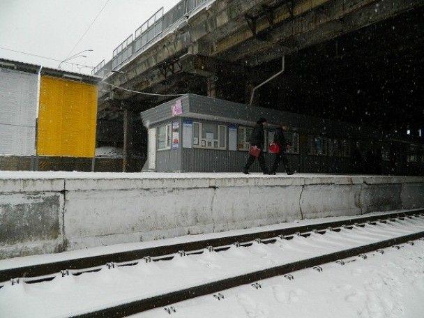 У Києві жінка кинулася під електропотяг