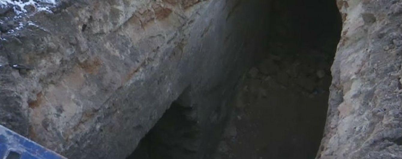 У Рівному посеред центрального парку виявили прихований підземний тунель