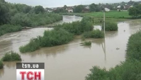 На Буковине усилилось наводнение