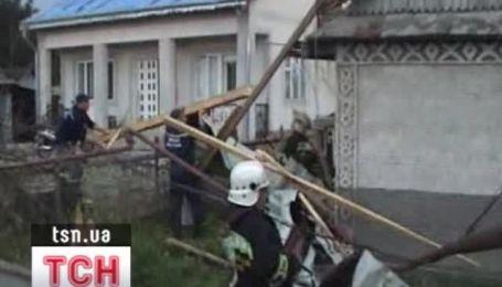 Непогода оставила без света 100 населенных пунктов Украины