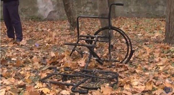 У парку Одеси знайшли обгоріле тіло на інвалідному візку