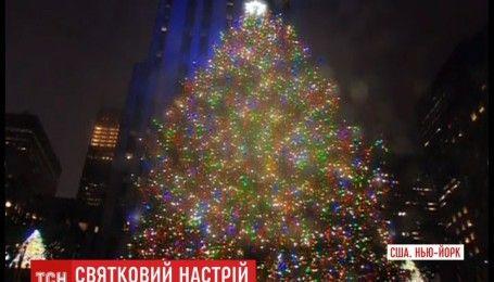 Яркие фонари и праздничное шоу: в Нью-Йорке официально открыли главную рождественскую елку города