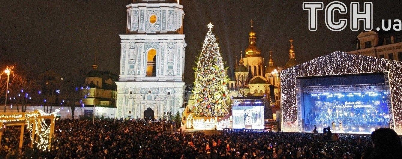 Кілометри ліхтарів та авторські прикраси. Якою буде головна ялинка України