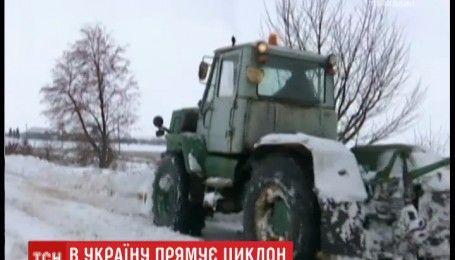 Мокрий сніг та хуртовини: на Україну насувається потужний циклон
