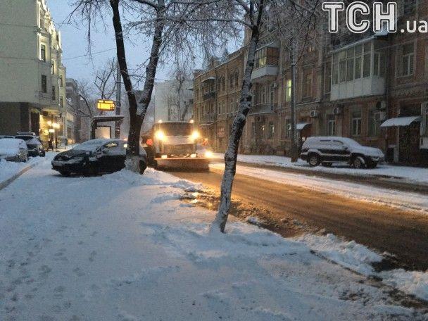 В Украине бушует мощный циклон: Киев утром засыпало снегом