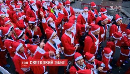 Сотни Санта-Клаусов устроили мини-марафон на улицах Будапешта