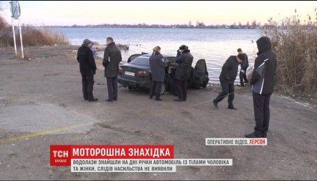 В Херсоне водолазы нашли в Днепре автомобиль с двумя телами