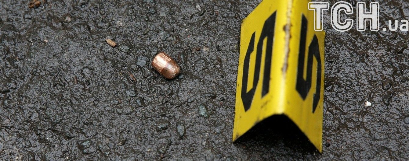На Херсонщині п'яний молодик отримав кулю, намагаючись відібрати зброю в поліцейського